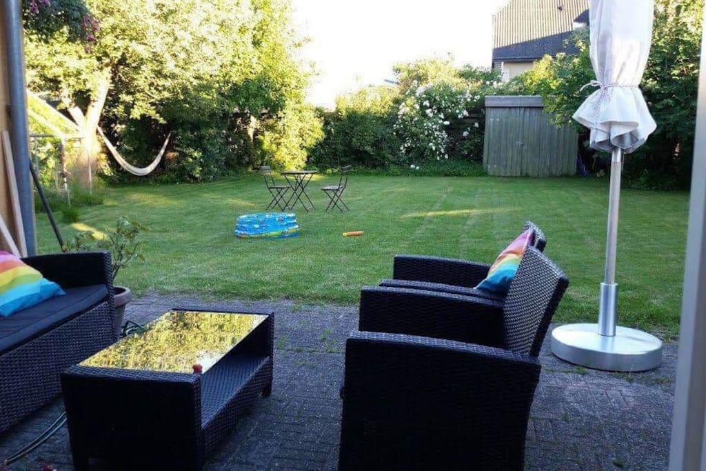 Lounge furniture in the garden.