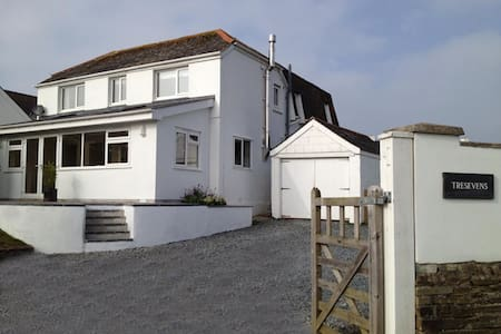 Spacious five bedroom house in Polzeath, Cornwall - Polzeath