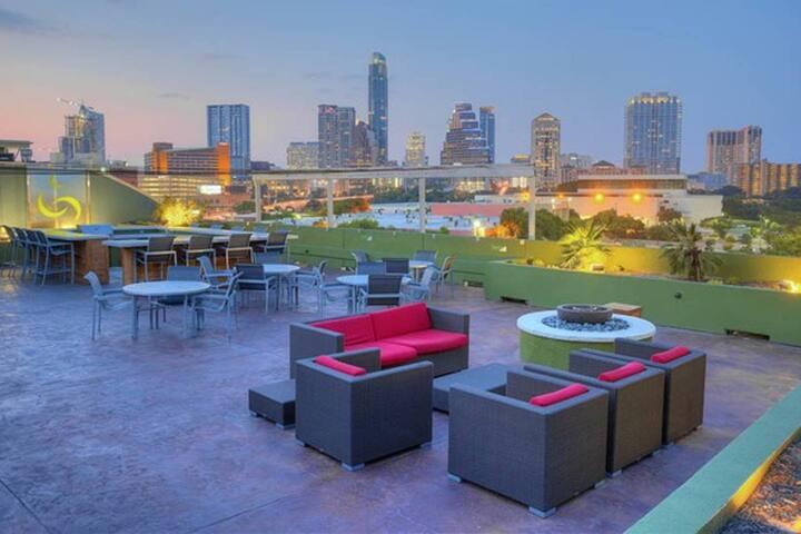 1BD/1BA - Downtown Austin Apartment
