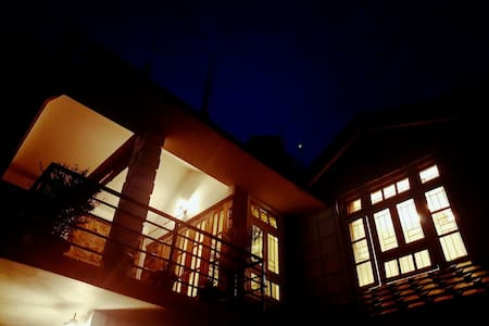 Private Room Perched Next To Golf Course - Shillong - Inap sarapan
