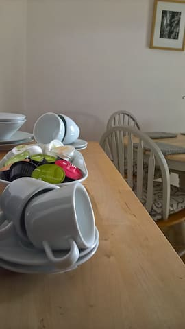 Complimentary tea and coffee is included in the price. There is a fridge in the dining room with milk, fresh fruit juice, yogurt butter and a selection of jams for the guests to use.