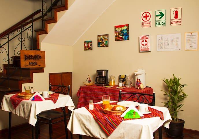 Alojamiento 2 personas c/ baño y desayuno Barranco