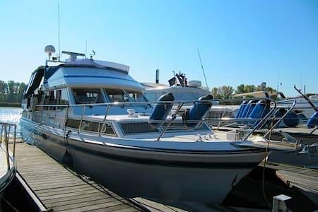 Mazu, the Bed & Boat got a sister! Mazu II is here - Damariscotta