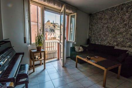 ^ Genoa's Old Town > - Huoneisto