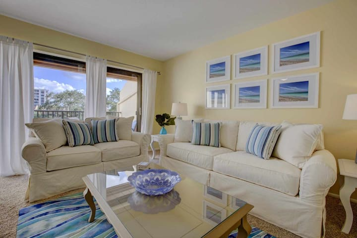 Siesta Key Condo w/Private Beach Access, Wifi Included,  Heated Pool, Tennis & Boat Docks