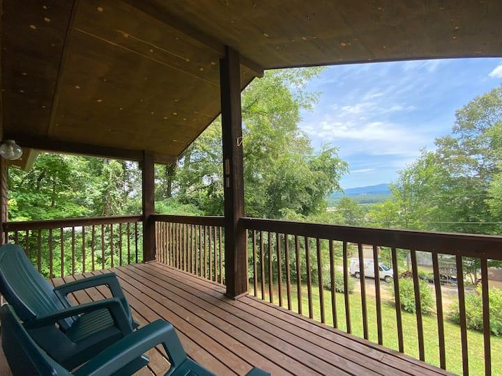 Treetop Biltmore Lookout: Private 3 bed, 2 ba Apt