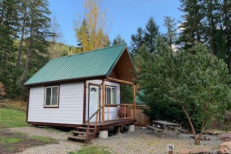 North Umpqua River King Cabin #16 near Crater Lake