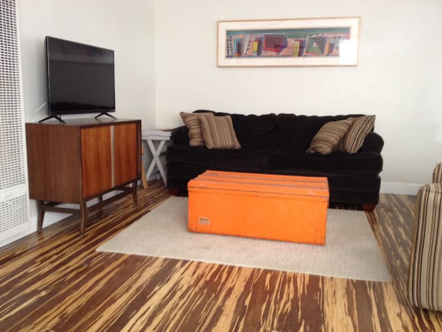Charming Los Angeles duplex close to studios - Los Angeles - House