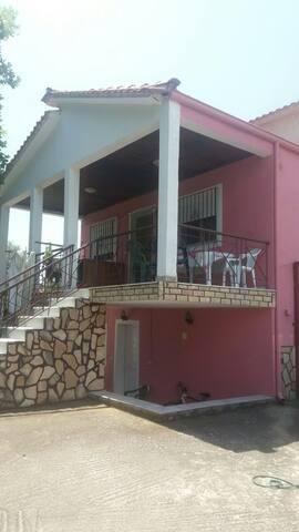 Apartment near the sea. Includes barbecue