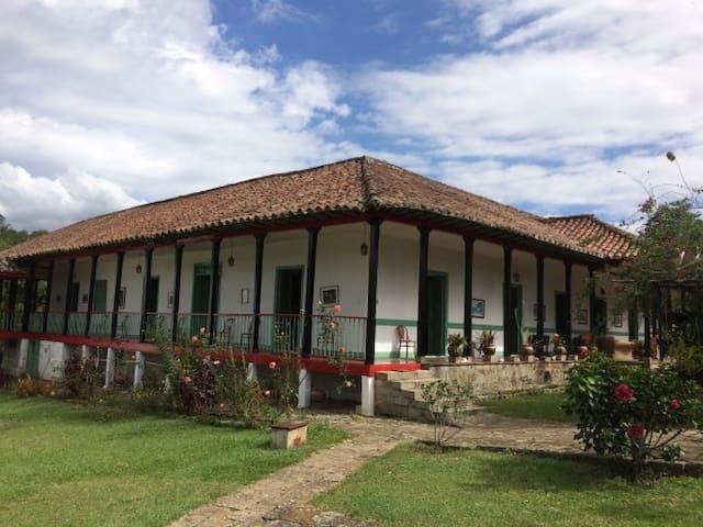 EXCLUSIVA CASA TRADICIONAL CON PAISAJE - Cachipay - Kabin