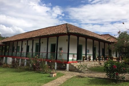 EXCLUSIVA CASA TRADICIONAL CON PAISAJE - Cachipay