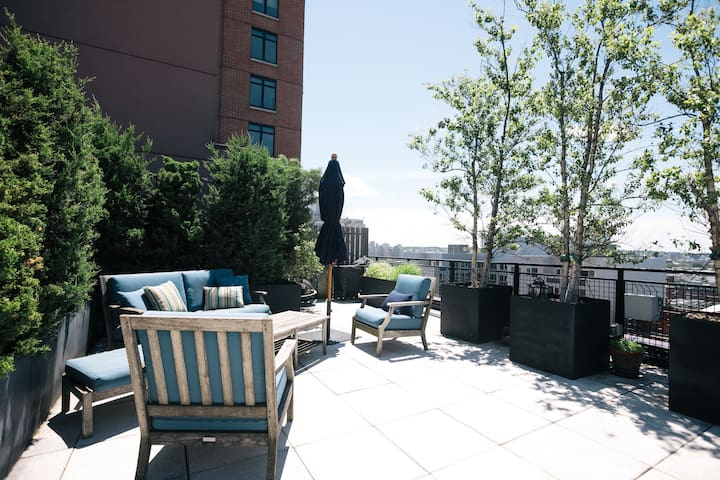 Brooklyn Heights Dream Apt w/ Private Deck & Views