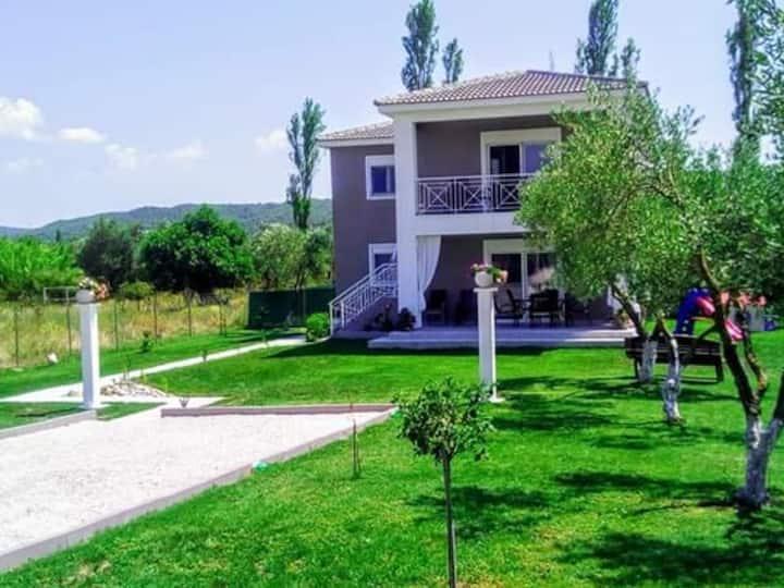 Elegant house. Villa.