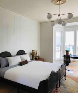 Beautiful Apt in Historic Building - Old Port