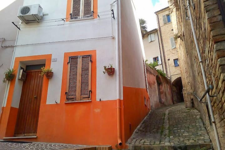 Casetta in centro storico/little house in old town