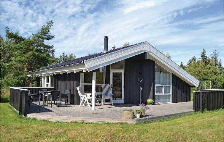 Holiday cottage with 3 bedrooms on 94m² in Jerup