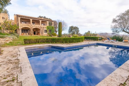 Completely renovated stone farmhouse for 8 with private swimming pool