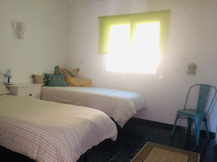 Cosy private room 100 meters from the beach