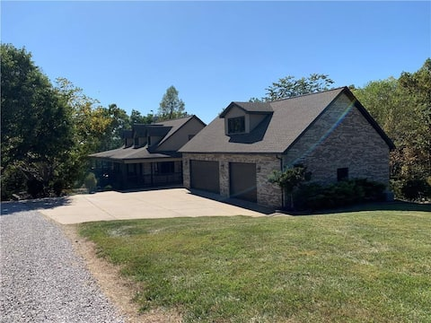 ENTIRE HOUSE: 15 Secluded Acres