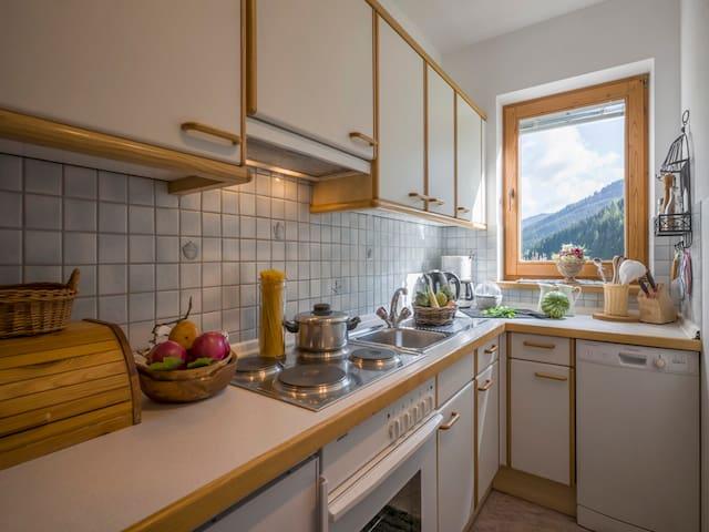 Küche mit allen Geräten