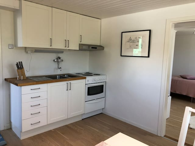 Apt on Hovenäset for two people, 300 m to beach!