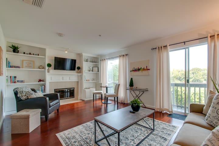 Cozy Riverfront Condo - Perfect Location