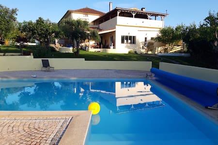 Groepslocatie met bar en zwembad in Portugal