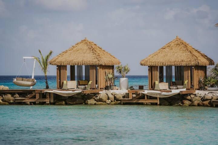 Rennaissance Hotel & Casino /  Flamingo Island
