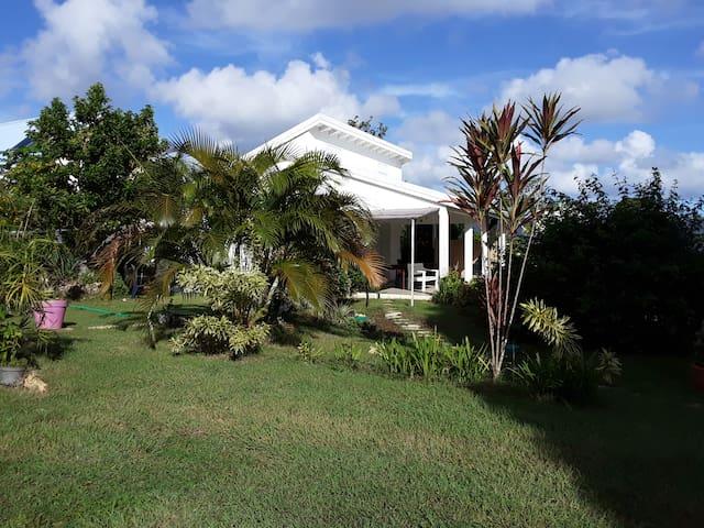 Gîte Tropicool proche plages et bourg Sainte-Anne