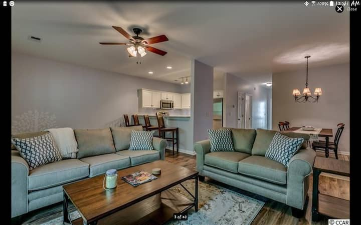 Immaculate 3BR/ 2 BA Cherry Grove Beach Condo