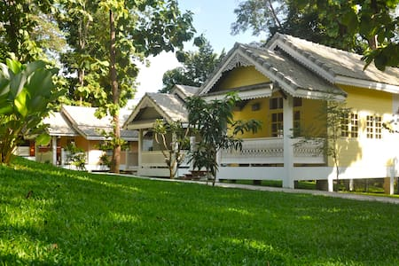 Monocerors Resort, Chiang Mai, Cottage King Bed - Tambon Mae Raem - Aamiaismajoitus