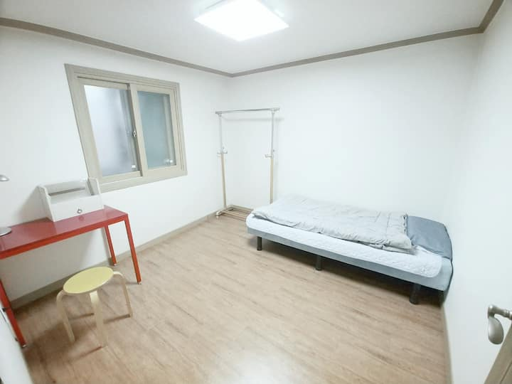 Close to hongdae and private