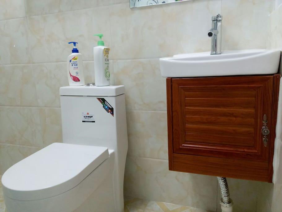 小客房浴室