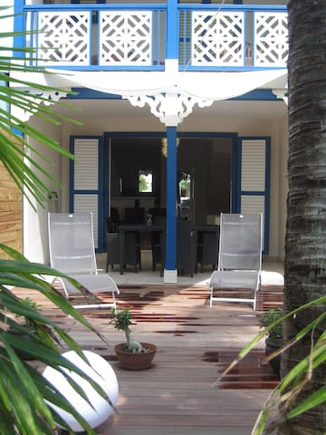 2 BEDROOM HOUSE CLOSE TO THE BEACH, POOL,