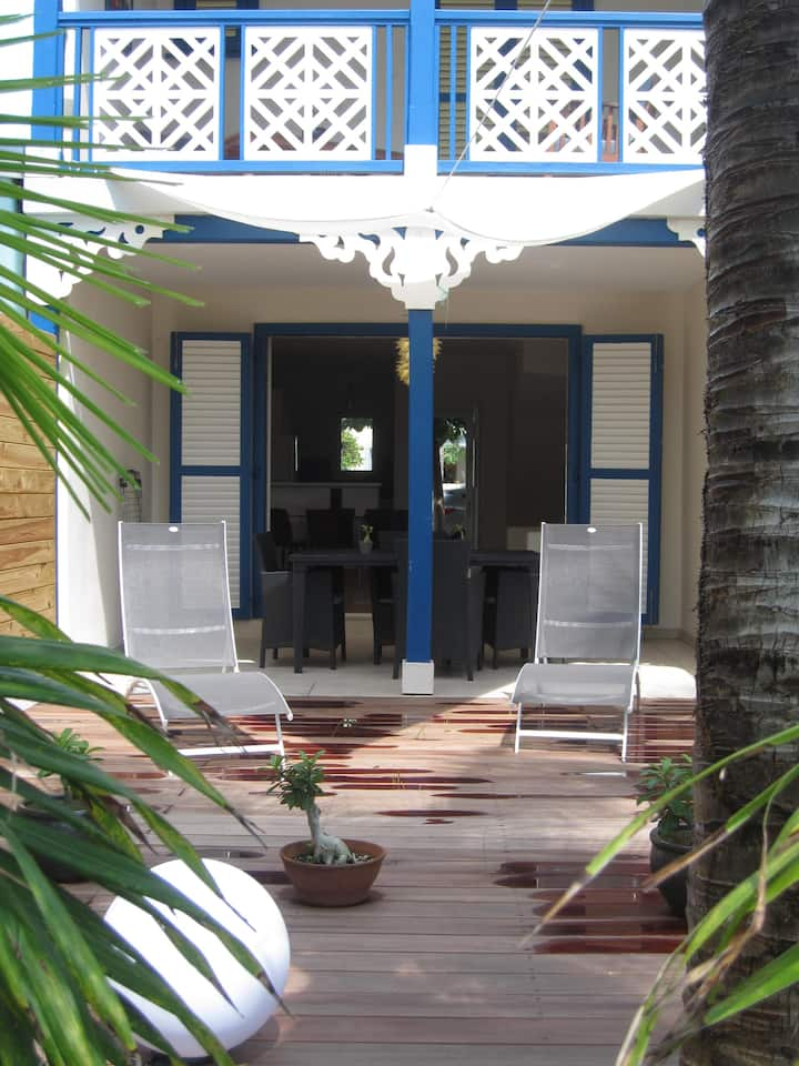 2 bedroom house, close to the beach, private pool