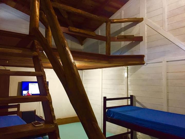 Chalé de 2 quartos e1 mezanino 40 metros da praia