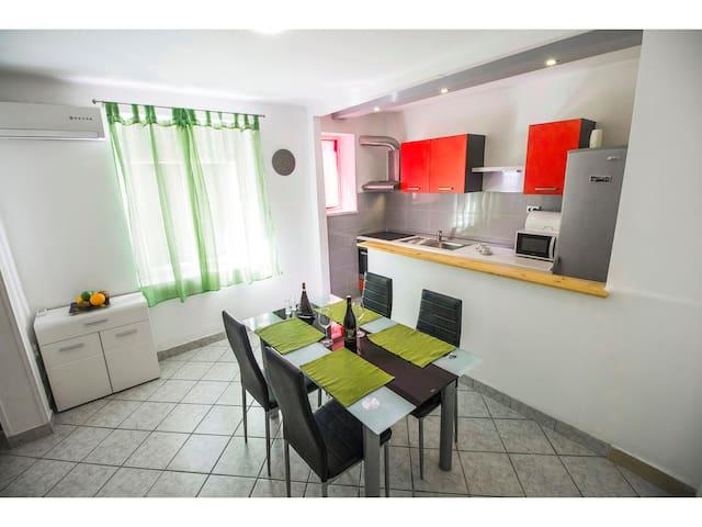 Apartment near famous city beach Bačvice