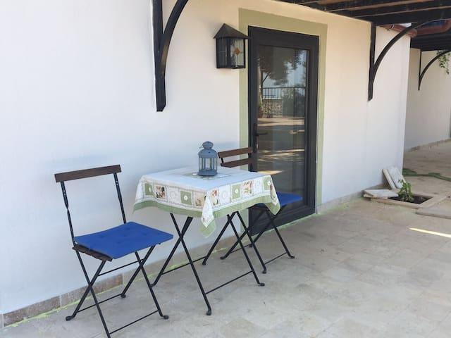 Harika manzaralı bağımsız villa odası