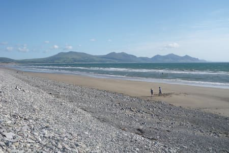The Beach House 100 yards to beach - Dinas Dinlle - Hus