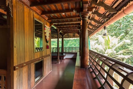 Heritage Private Room facing Canal - Vadakkemuri - Bed & Breakfast