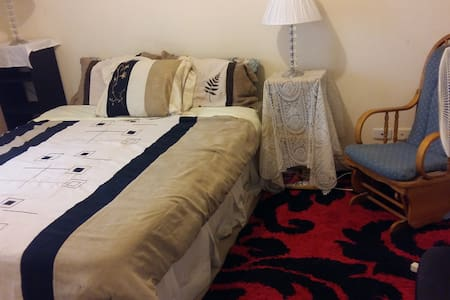 DOUBLE BED ROOM CLOSETCITY/SCHOOLS/UNIS/TRAN/SHOPS - Woodville South - Дом