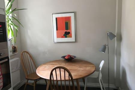 Double Room in Cosy Boho Portobello Flat - Londres