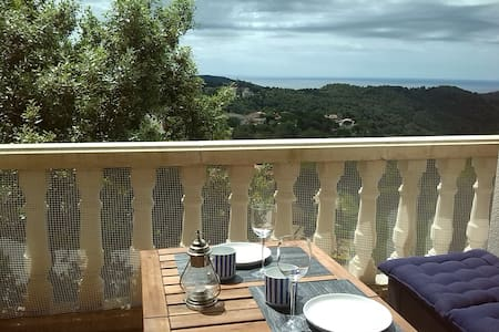 Casa con piscina y vistas mar y montaña. - Can Palau