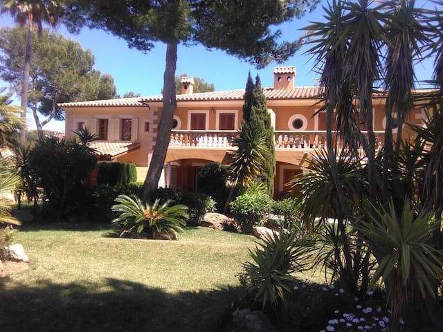 Luxury house with 2 pools in Santa Ponsa