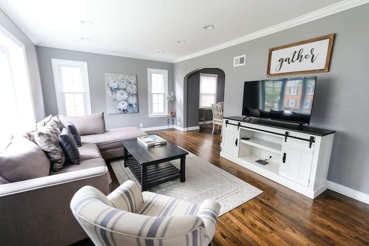 Stunning remodeled family home in Tosa/MKE!