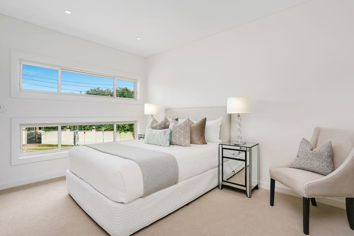 Master room in luxury new house - Carlingford - Haus