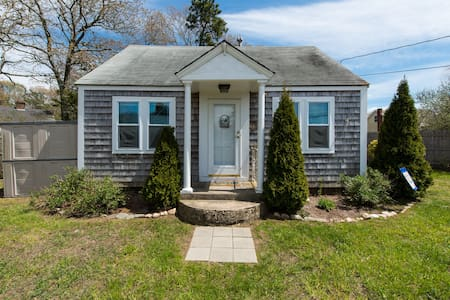 Sweet Cottage in Heart of Hyannis - Casa