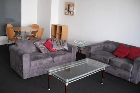 Modern 2 bedroom fully furnished apt in secure blg - Hamilton - 公寓