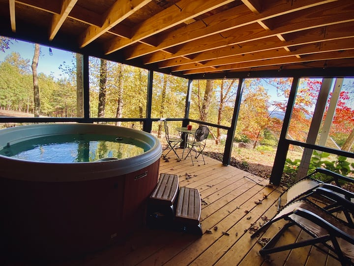 GreeneHouse*PRIVATE*WiFi*VIEWS*HotTub*MTNS*Farm.