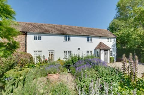 Charming Country Garden Cottage in Kent - 8 people